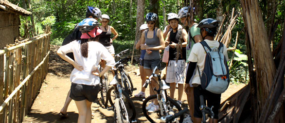 guide briefing at bike tour start point