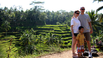 family photo at tegallalang rice terraces