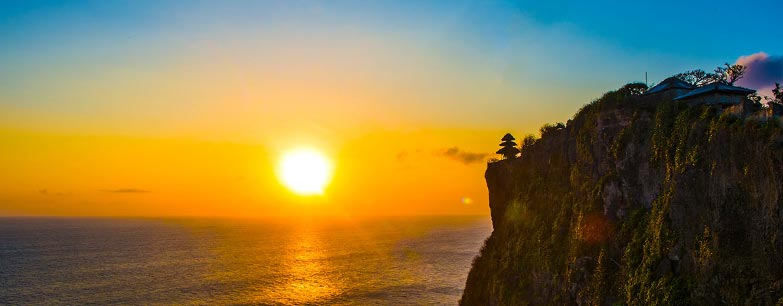 sunset view at uluwatu temple